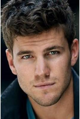 Austin Stowell Profile Photo