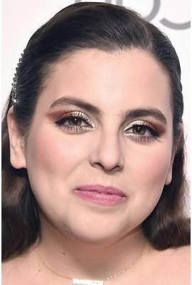 Beanie Feldstein Profile Photo