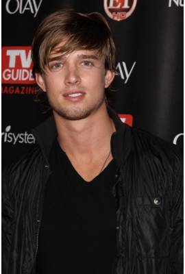 Drew Van Acker Profile Photo