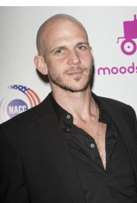 Gustaf Skarsgard Profile Photo