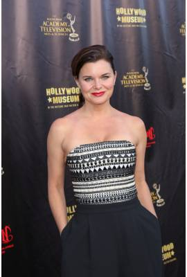 Heather Tom Profile Photo