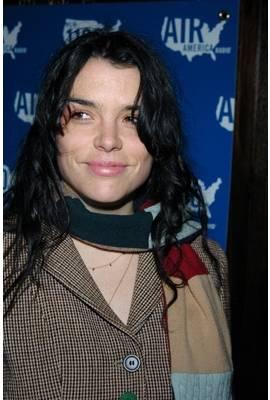 Leona Naess Profile Photo
