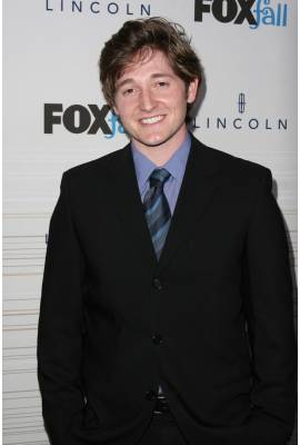 Lucas Neff Profile Photo