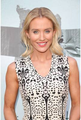 Nicky Whelan Profile Photo