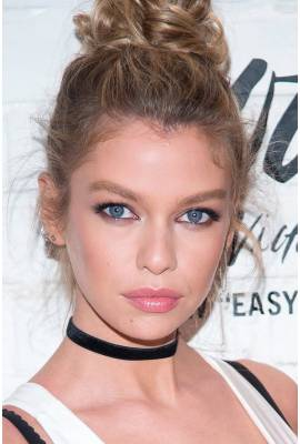 Stella Maxwell Profile Photo