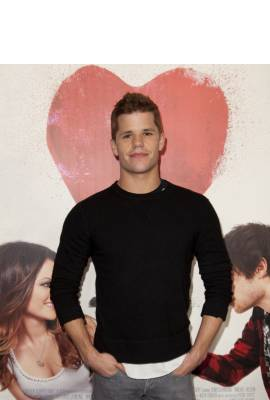Charlie Carver Profile Photo