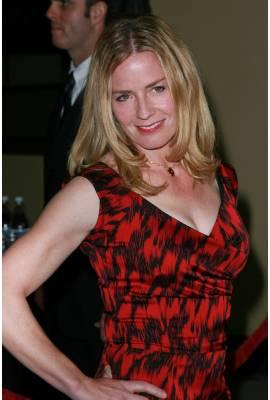Elisabeth Shue Profile Photo