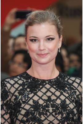 Emily VanCamp Profile Photo