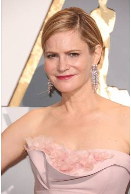 Jennifer Jason Leigh Profile Photo
