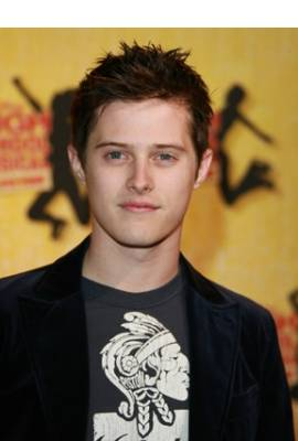 Lucas Grabeel Profile Photo