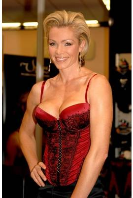 Nell McAndrew Profile Photo
