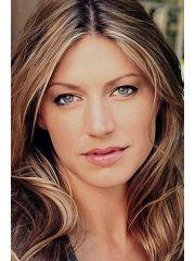 Jes Macallan Profile Photo