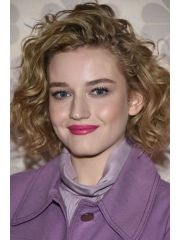 Julia Garner Profile Photo