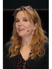 Lea Thompson Profile Photo