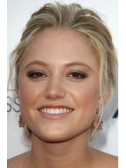 Maika Monroe Profile Photo
