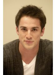 Michael Trevino Profile Photo