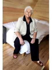 Pam St. Clement Profile Photo