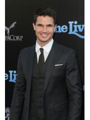 Robbie Amell Profile Photo