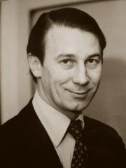 Robert Fellowes, Baron Fellowes Profile Photo