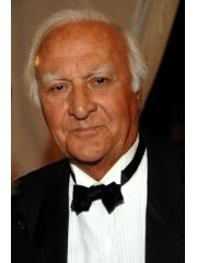 Robert Loggia Profile Photo