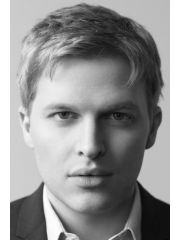 Ronan Farrow Profile Photo