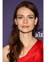 Saffron Burrows Profile Photo