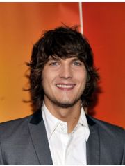 Scott Michael Foster Profile Photo