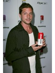 Simon Rex Profile Photo
