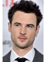 Tom Sturridge Profile Photo