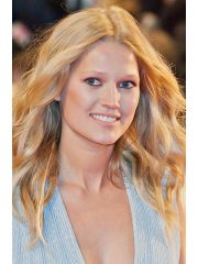 Toni Garrn Profile Photo