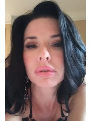 Veronica Avluv Profile Photo